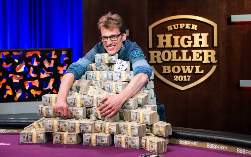 Начало Super High Roller Bowl 2017