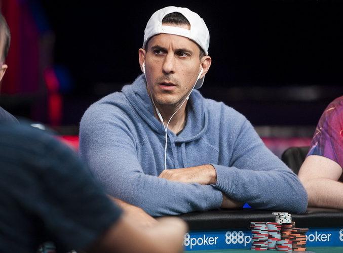 Биография покерного игрока Харалобоса Вулгариса.