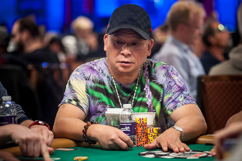 Игрок в покер Джонни Чен (Johnny Chan).